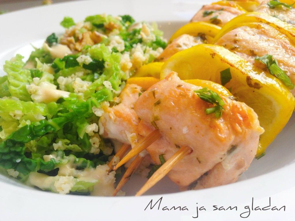 Ražnjići s lososom i salata od kelja1