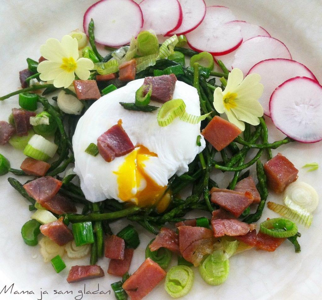 Poširano jaje i šparoge