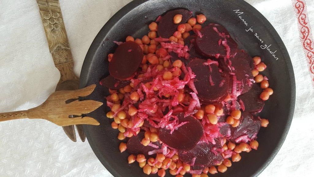 Salata od cikle, slanutka i korabe
